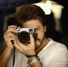 Shoot the 'life'😊 Shahrukh Khan Family, Aamir Khan, King Of My Heart, King Of Hearts, Bollywood Actors, Bollywood Celebrities, Richest Actors, Female Thor, Dear Zindagi