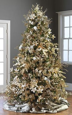 When it comes to decorating, my favourite part is the TREE. I love to create a beautiful Christmas tree. Here is the Ultimate christmas tree Inspiration! Elegant Christmas Trees, Classic Christmas Decorations, Gold Christmas Tree, Christmas 2014, Champagne Christmas Tree, Xmas Trees, Christmas Cactus, Christmas Tree Inspiration, Trendy Tree