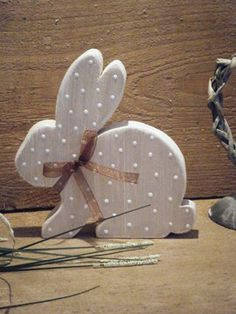 shabby wood bunny with dots