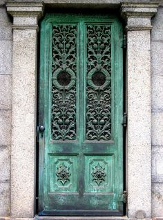 An actual Verdigris/Patina Door.so beautiful! Entrance Doors, Doorway, Front Doors, Portal, Copper And Brass, Cottage Chic, Shades Of Green, Architecture Details, Color Inspiration