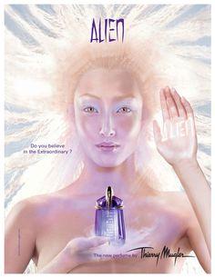 Alien by Thierry Mugler - principais de notas: base quente de âmbar, coração amadeirado e o ensolarado jasmim indiano nas notas de abertura.