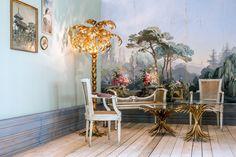 """Das Set """"Sanssouci"""" wirkt mit der gemalten Tapete preußisch-klassizistisch, verbildlicht gleichzeitig den Farbenfrohsinn der Zeit und ihren humboldtschen Faible für Exotik. #Inneneinrichtung #sanssouci #klassizistisch"""