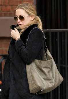 The Many Bags of Kate Hudson (14)