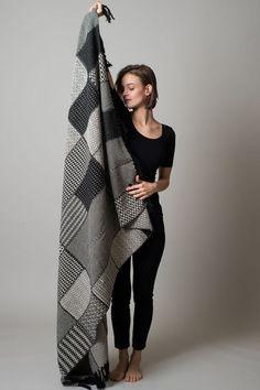 I like the blanket. Cotton Crochet, Knit Crochet, Blanket Crochet, Contemporary Blankets, Intarsia Patterns, Old Sweater, Sweaters, Manta Crochet, Knitted Blankets
