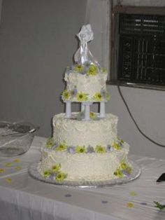 This wedding cake was a traditional 3 tier, white cake with buttercream icing and filling. Daisy Wedding Cakes, Gerbera Daisy Wedding, 25th Wedding Anniversary Cakes, Fountain Wedding Cakes, Pretty Cupcakes, Buttercream Icing, Party Cakes, Cake Decorating, Birthday Cake