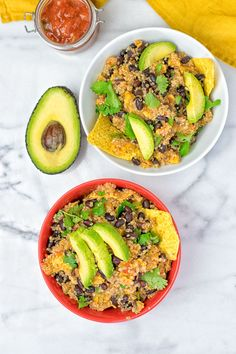 Enjoy this vegan Quinoa Taco Salad made with 5 ingredients in 2 easy steps. A plant-based, gluten free, Mexican delight with quinoa, salsa, and black beans. Light Recipes, Vegan Recipes Easy, Lunch Recipes, Cooking Recipes, Salad Recipes, Detox Recipes, Vegetarian Recipes, Cooking Avocado, Quinoa Tacos