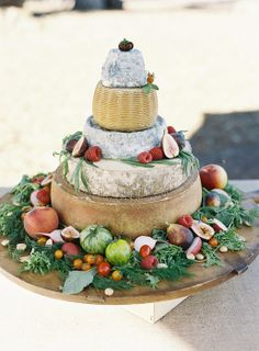 Sitting on a bed of greens, this is perfect for a winter wedding