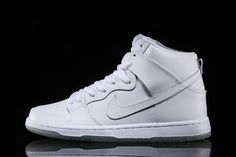 The Nike SB Dunk High has been a staple shoe toboth sneakerheads and shred sled pushers for more than a decade. An all white SB Dunk always looks fresh and we think Nike have just about perfected it this time. This no-fuss colourway gives way to the subtle texture of the grained leather, emphasising the …