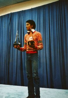 Michael Jackson wins his first AMA Award in 1981