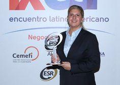 Por prácticas que han beneficiado a 9 millones de mexicanos, CEMEX recibió el Distintivo . http://www.expoknews.com/cemex-recibe-distintivo-esr-2016/