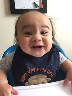 Bebê que é a cara do Danny DeVito conquista a internet