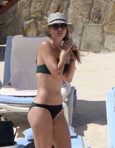 Maria Sharapova wearing a bikini in Los Cabos Bikini Noir, Green Bikini, Black Bikini, Bikini Beach, Bikini Girls, Sharapova Bikini, Sharapova Tennis, Maria Sharapova Hot, Soccer
