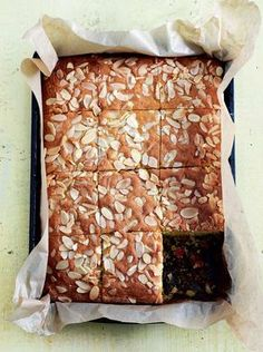 Delicious with fresh cherries or glacé, this cherry and almond traybake by Mary Berry is simple to make. The recipe is complete with a scattering of almonds. Tray Bake Recipes, Baking Recipes, Dessert Recipes, Picnic Recipes, Dessert Bars, Traybake Cake, Bakewell Traybake, Traybake Ideas, Apple Traybake