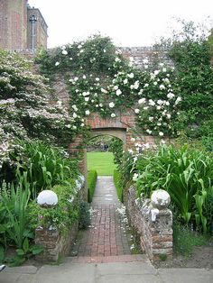What You Can Do To Improve Your Landscaping using Garden Arbor Everyone that owns a home wants to take pride in it. Vita Sackville West, Garden Arbor, Garden Landscaping, Garden Gate, Sissinghurst Garden, Landscape Design, Garden Design, White Gardens, Garden Structures