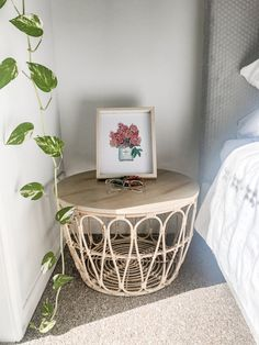 Ikea basket turned into a bedside table Ikea Basket, Diy Crafts For Home Decor, Diy Décoration, Cozy House, Home Projects, Diy Furniture, Bedroom Decor, Bedrooms, Crafty