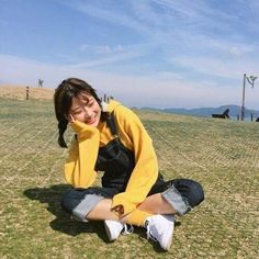 ˗ˏˋ ♡ @ e t h e r e a l _ ˎˊ˗ Images and videos of ulzzang girl Find images and videos about girl, fashion and hair on We Heart It - the app to get lost in what you love. Cute Fashion, Girl Fashion, Fashion Outfits, Fashion Trends, Fashion Ideas, Grunge Style, Soft Grunge, Korea Fashion, Asian Fashion