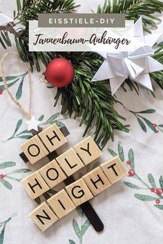 Skandinavischer Tannenbaumschmuck - DIY Idee: Scrabble Buchstaben lassen sich gut zum Weihnachtsdeko basteln verwenden. Die Tannenbaum Anhänger eignen sich als Geschenkanhänger oder auch als Weihnachtsbaum Schmuck.