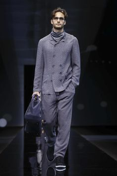 Watch the livestream of the Giorgio Armani show menswear collection Spring/Summer 2017 from Milan.