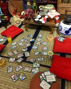正月 かるた!楽しそうや、 でも…おい。 (さ)んべんまはってたばこにしよ。 (つ)きよにかまをぬく。 月夜に鎌。 どんなかるたやねんʬ * 三が日もあっちゅー間に終わりそう… ずっと寝てる。寝正月。  #happynewyear  #Rement #toy #miniature #miniaturefood #dollhouse #Japan #ドールハウス #ミニチュアフード  #ミニチュア  #ぷちサンプル #リーメント #正月 #かるた
