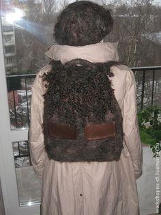 ГОРОДСКОЙ РЮКЗАК. Стильный, вместительный, легкий, прочный рюкзак для прогулок по городу и на природе. Согреет вам спину, и подчеркнет Вашу индивидуальность. Три вместительных кармана из кожи. Стоимость рюкзака – 6000 руб.