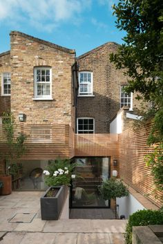 A small rear extension at the rear of a listed terrace building in Mile End, East London, required excavating into the garden to create a fluid interior space. The client's modest budget required some creative thinking, and the need to retain. Residential Architecture, Architecture Design, Timber Architecture, Patio, Backyard, Orangerie Extension, Terrace Building, Timber Screens, Timber Fencing