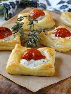Italian Cuisine: How to Make Tomato Sauce From Fresh Tomatoes - I Love Tomatoes Finger Food Appetizers, Finger Foods, Appetizer Recipes, Ricotta, Antipasto, Snacks, Italian Recipes, Love Food, Food Porn