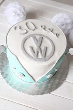 Feines Handwerk: VW Retro Camper Torte zum 30. Geburtstag!  VW Camper, Retro Camper, VW van, VW Torte, VW Camper cake