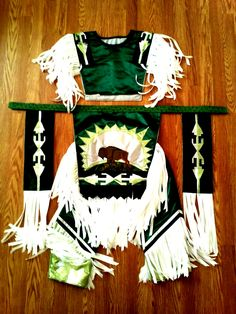 dark green satin grass dance outfit pow wow dancer by yaastso Native American Clothing, Native American Regalia, Native American Beading, Native American Indians, Native Americans, Native Indian, Native Art, Adult Costumes, Woman Costumes