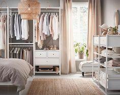 Nyhet! Med ELVARLI garderobeløsning kan du tilpasse eller supplere etter behov. #ELVARLI #garderobe #IKEA #IKEAnyhet #IKEAinspirasjon #interiør #interiørdesign #interiørinspirasjon #soverom #oppbevaring #walkincloset #GodDesignErMerEnnDetDuSer