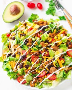 Skinny Taco Salad with Ground Turkey and Avocado-sub out the tur Dünner Taco-Salat mit gemahlenem Truthahn und Avocado-Sub aus dem Truthahn Healthy Tacos, Healthy Salads, Healthy Eating, Healthy Lunches, Healthy Dinners, Healthy Food, Dinner Healthy, Keto Dinner, Healthy Chicken