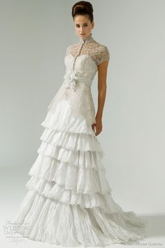 #swoon! Modern Capelet sleeves are a fab alternative and very unique in today's wedding world!