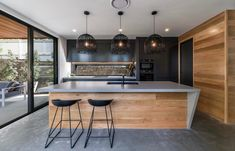 ◼️Could you dream of owning this kitchen too? Caesarstone Raw Concrete bench tops, timber clad theme carried on with matt cabinetry and… Kitchen Room Design, Modern Kitchen Design, Home Decor Kitchen, Kitchen Living, Interior Design Kitchen, New Kitchen, Home Kitchens, Timber Kitchen, Kitchen Benches