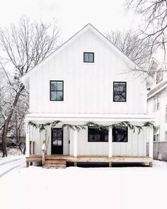 Chic Outdoor Christmas Decorating Ideas | Apartment Therapy