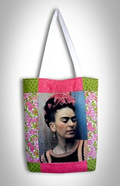 PRODUTO ARTESANAL - FEITO SOB ENCOMENDA  Bolsa com imagem de famosa artista Frida Kahlo, diferente e original,  R$ 50,00