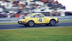 Techno Classica: Restored Porsche 911 2.5 S/T
