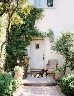 georgianadesign:  I really like the ivy and plants at the entry.  Via Lonny Magazine