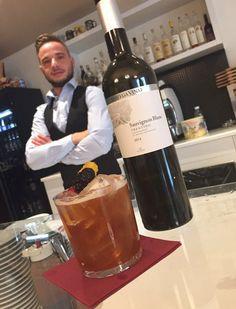 Un wine cocktail che ricorda il Vermouth e allo stesso tempo lo rielabora con Bottega Vinai Sauvignon Blanc Trentino Doc. Scopri anche tu i segreti degli esperti assieme a Mattia Pavan mixologist. http://bit.ly/VermouthBlanc