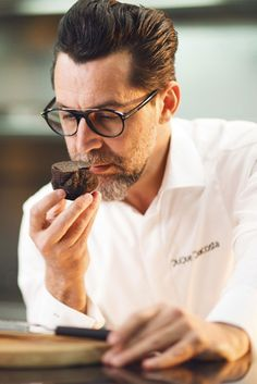 Es de las aperturas hoteleras más esperadas. El Hotel Ritz, con el gran chef Quique Dacosta como director y creador gastronómico, abrirá sus puertas con 3 nuevos restaurantes y 2 bares