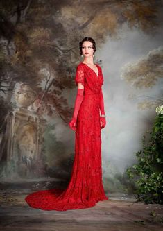 The FashionBrides is the largest online directory dedicated to bridal designers . The FashionBrides is the largest online directory dedicated to bridal designers and wedding gowns. Find the gown you alw. Vestidos Vintage, Vintage Gowns, Vintage Outfits, Lovely Dresses, Beautiful Gowns, Beautiful Outfits, 20s Fashion, Vintage Fashion, Red Gowns