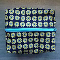Blog sobre costura, DIY y moda. Algo se está cocinando entre telas, hilos y botones. Costura Diy, Vera Bradley Backpack, Lunch Box, Blog, Cosmetic Bag, Buttons, Step By Step, Fabrics, Couture Facile