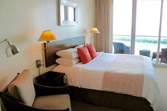 Sonesta Luxury King bed - Top Views & Parking ! - Departamento