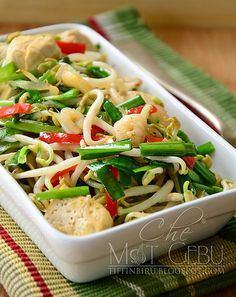Taugeh Tumis Minyak Bijan. Healthy Vegetable Recipes, Healthy Meals For One, Healthy Vegetables, Good Healthy Recipes, Vegetable Dishes, Nyonya Food, Malay Food, Shellfish Recipes, Malaysian Food