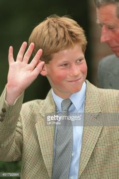 News Photo : Prince Harry arrives at Eton College to settle in...