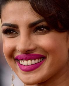 Close-up of Priyanka Chopra at the 2016 SAG Awards. Bollywood Actress Hot Photos, Bollywood Girls, Beautiful Bollywood Actress, Most Beautiful Indian Actress, Beautiful Actresses, Priyanka Chopra Lipstick, Priyanka Chopra Hot, Beauty Full Girl, Beauty Women
