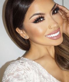 Trendy Wedding Makeup Latina Ideas Trendy Hochzeit Make-up Latina Ideen Mini Makeup, Glam Makeup, Makeup Tips, Makeup Looks, Eye Makeup, Makeup Ideas, Bridal Lipstick, Bridal Makeup, Bridal Beauty