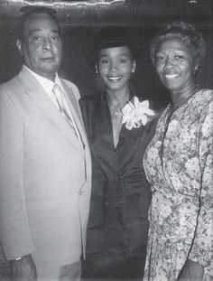 Whitney Houston Young, Whitney Houston Albums, Whitney Houston Pictures, Beverly Hills, Cissy Houston, Artist Film, Gone Girl, Black Families, African American Women