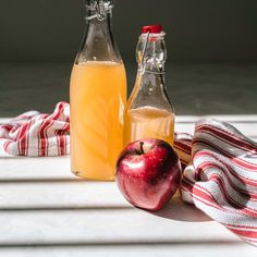My apple cider vinegar for hair rinse works because of the acidity found in ACV balances your scalp and hair's natural pH levels, plus kills bacteria. Foot Soak Vinegar, Vinegar And Water, Vinegar For Health, Home Remedies, Natural Remedies, Health Remedies, Apple Cider Vinegar For Hair, Hair Rinse, Acv Hair