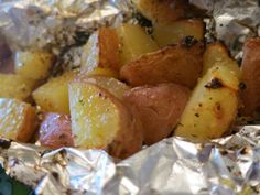 Quick, easy and delicious way to prepare red potatoes on the grill Grilled Red Potatoes, Cooking Red Potatoes, How To Cook Potatoes, Grilled Vegetables, Vegetables On The Grill, Seasoned Potatoes, Grilled Chicken, Red Potato Recipes, Potato Dishes