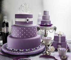 Pastel de bodas púrpura