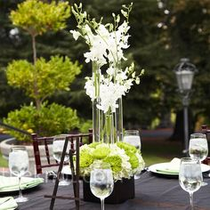 White and black centerpiece